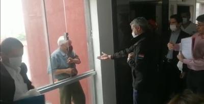 Abdo evitó que un taxista se arroje del 4o. piso de la Fiscalía