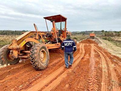 Caazapá: Continúa la reparación de caminos vecinales