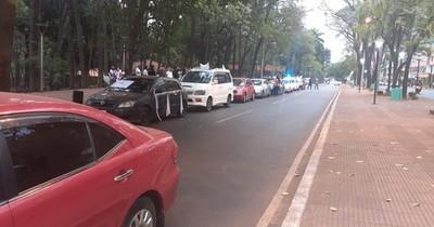La Nación / Un grupo de ciudadanos se movilizó en el Este por la libertad de los secuestrados