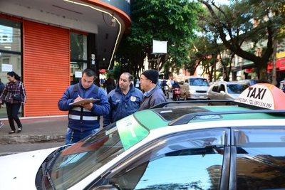 Comuna de CDE no sabe la CANTIDAD de taxis y paradas en la ciudad