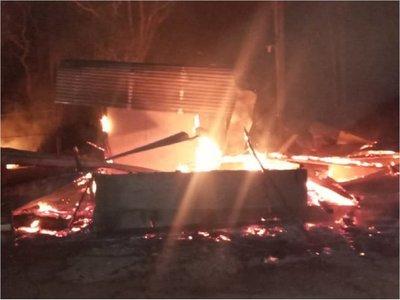 Desconocidos atacan y queman retiro ganadero en Horqueta
