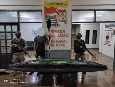 Armada detiene a un adolescente con mercaderías de contrabando