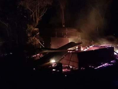 Cuatro desconocidos quemaron retiro de una estancia en Horqueta