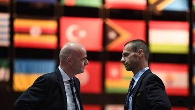 HOY / FIFA y UEFA advierten sobre la posible exclusión del fútbol griego