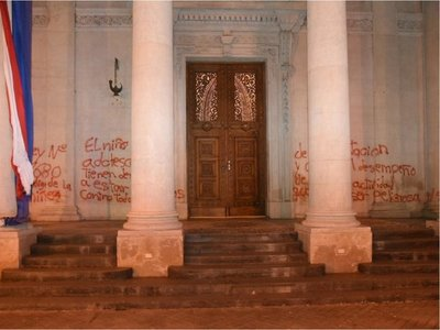 Juez decreta rebeldía para dos imputadas por daños al Panteón