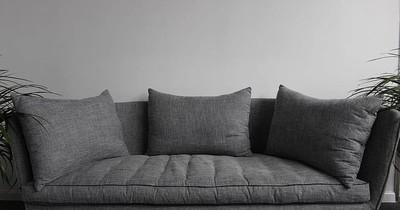 La Nación / Tragedia: Adolescente murió en su casa tras saltar en un sofá y caer
