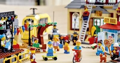La Nación / Lego cambia bolsas de plástico por las de papel