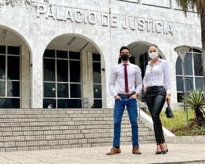 Fernando Ruttia y Helem Roux se presentaron en el Palacio de Justicia