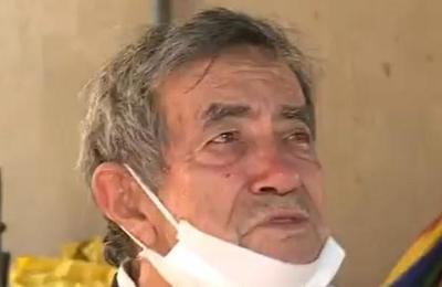 Hombre de 83 años reclama el cobro de su pensión de la tercera edad