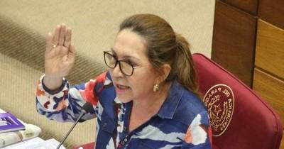 La Nación / Zulma pide a Desirée ir al siquiatra y acusa de mentiroso a Buzarquis
