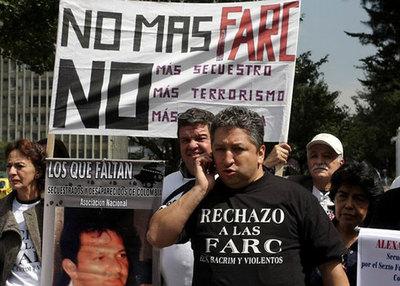 """""""Reclutan niños, los convierten en maquinas de guerra"""": El doloroso relato del periodista secuestrado por las FARC"""