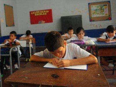 Crisis educativa: Directores de instituciones públicas preocupados por posible recorte presupuestario para educación