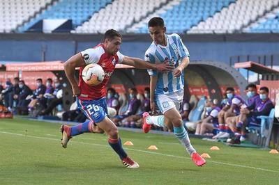 El Racing de Rojas no puede ante Nacional en Avellaneda