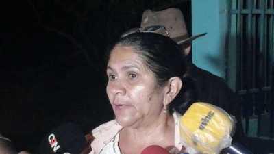 Ña Obdulia dice que esperará al presidente hasta mañana y luego tomará una decisión