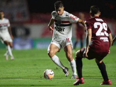 Dos autogoles condenan a River Plate contra Sao Paulo