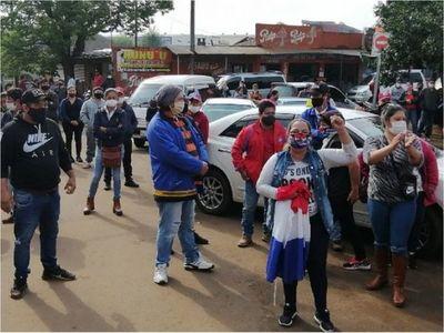 Trabajadores fronterizos de Encarnación exigen reapertura de puente y ayuda del Gobierno