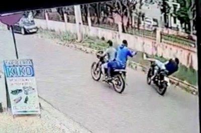 Crónica / Sicarios en moto ojuka a un tipo en plena calle