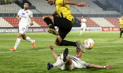 Guaraní dio vuelta el marcador y terminó goleando