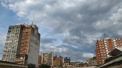 Clima fresco a caluroso con cielo nublado para este viernes, anuncia Meteorología