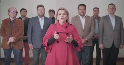 La Nación / Presidenta de Bolivia renuncia a su candidatura en comicios de octubre