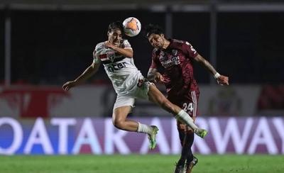 HOY / Dos autogoles condenan a River Plate contra Sao Paulo en el Morumbí