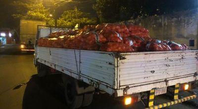 Incautan más de 44.000 kilos de de cebolla de contrabando