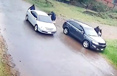 Bandidos asaltan una casa, roban dinero, joyas y un arma de fuego