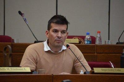 Godoy dice estar decepcionado de sus colegas tras salvar a Friedmann a pesar de serias denuncias