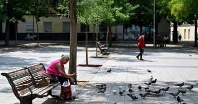 La Nación / El temor al reconfinamiento hace temblar a los más desfavorecidos en Madrid