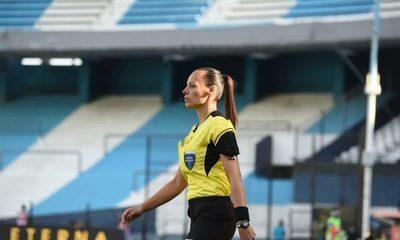 La primera jueza de línea en historia de la Copa Libertadores