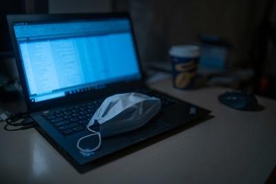 El uso prologando de dispositivos digitales y las dos afecciones que podría ocasionar