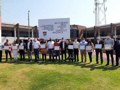 Distinguen a jóvenes destacados de Coronel Oviedo – Prensa 5