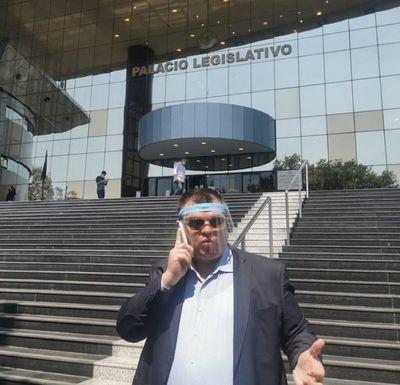 Dionisio Amarilla reclama su banca en el Senado