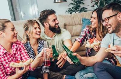 Las relaciones sociales son lo mejor contra la depresión: evita las siestas y la televisión