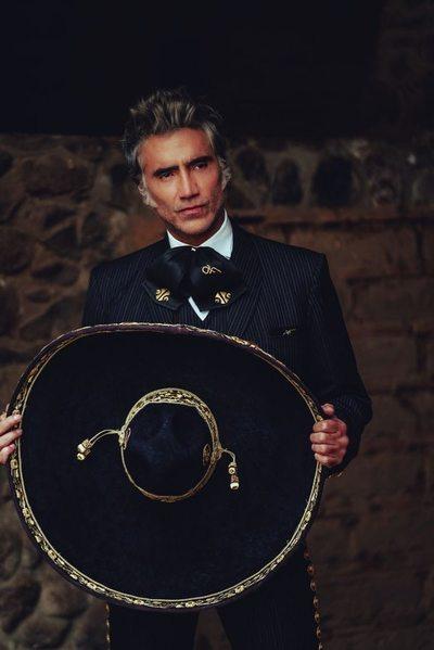 "Alejandro Fernández cantará a América ""a una sola voz"""