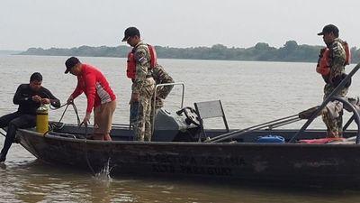 Buzos de la Marina ayudan en la búsqueda del joven desaparecido en el río Paraguay
