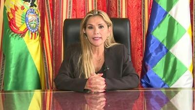 La presidenta interina de Bolivia se retira de la carrera electoral