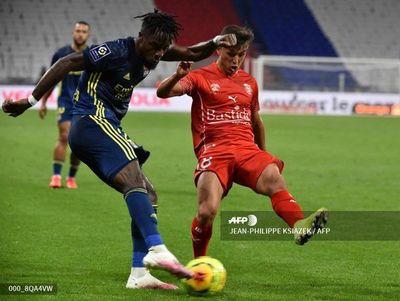 El Lyon empata sin goles con Nimes