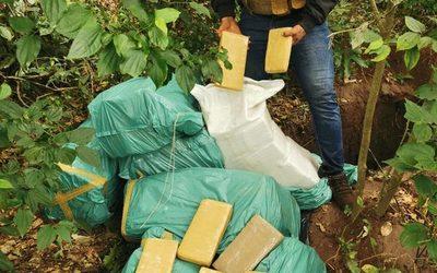Hallan fosa con 337 kilos de marihuana a 15 Km de donde fue balacera con el EPP