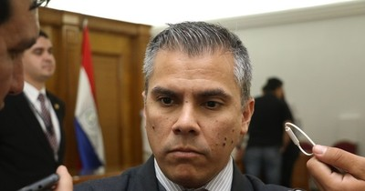 """La Nación / Cuestionan la """"falsa moral"""" de Friedmann y lo califican de """"ladrón de merienda escolar"""""""