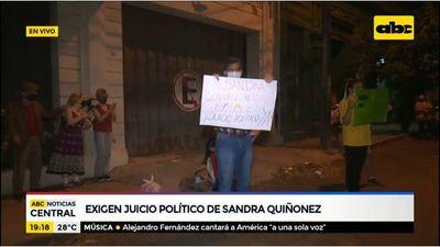 Manifestantes piden juicio político de Sandra Quiñónez