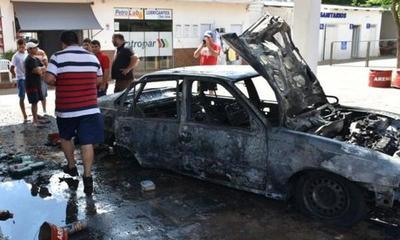 Un automóvil se incendió en una gasolinera de Caaguazú y causó gran susto – Prensa 5