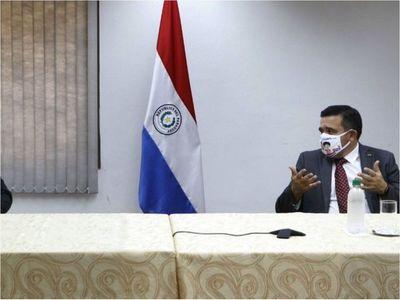 Petta se enfrasca en una  peligrosa     intimidación a un periodista de ÚH