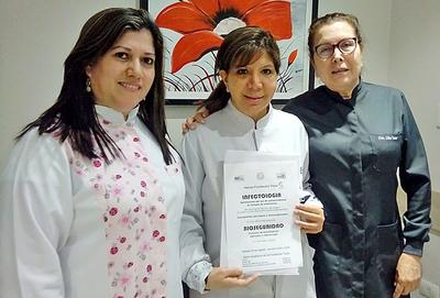 Tesãi con curso de Infectologia y Bioseguridad en Odontología