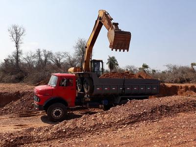 Con apoyo del MOPC progresan trabajos de enripiado en Agua Dulce, Alto Paraguay
