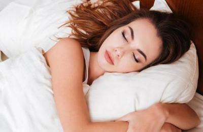 Los trucos que te pueden ayudar a adelgazar mientras duermes