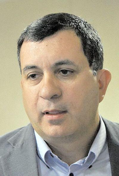 """""""Vamos a cuidar siempre que el Senado no quede en manos del Cartismo"""", dice senador Florentin"""