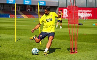 """Pirlo considera """"difícil"""" que Suárez fiche por la Juventus"""
