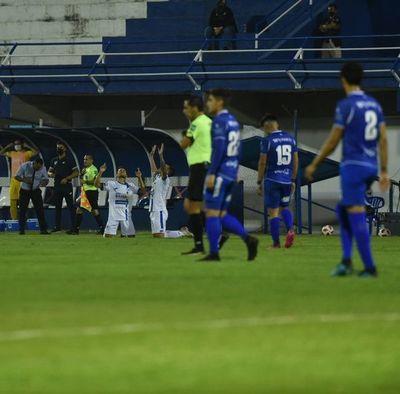 """Figueredo: """"Estoy decepcionado, damos pena"""""""