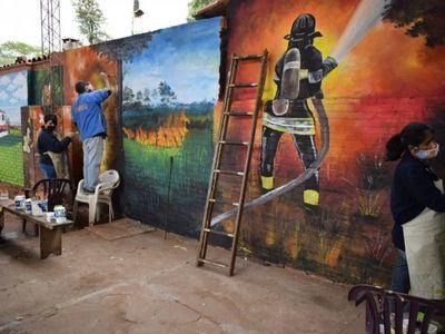 Pintan mural por 25 años de Bomberos Voluntarios de Villarrica